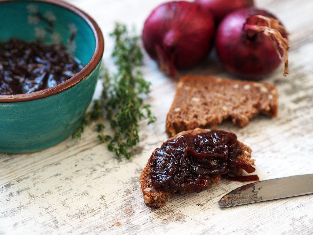 cibulová marmeláda s tymiánem a portským vínem