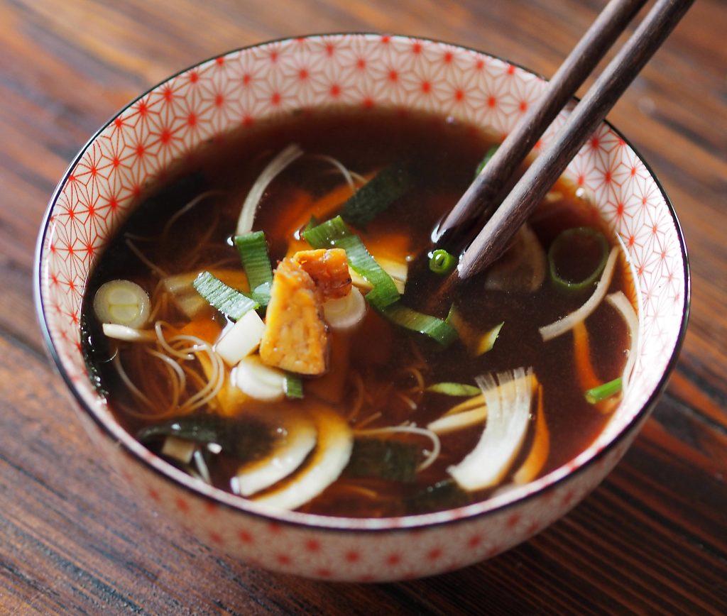 miso polévka japonská s mořskou řasou